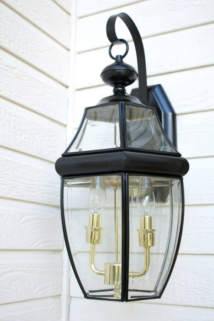 How to Paint Light fixtures.  Front Porch Light Refresh. Try this easy fix for your front porch lighting this weekend! #porchlighting #diylighting
