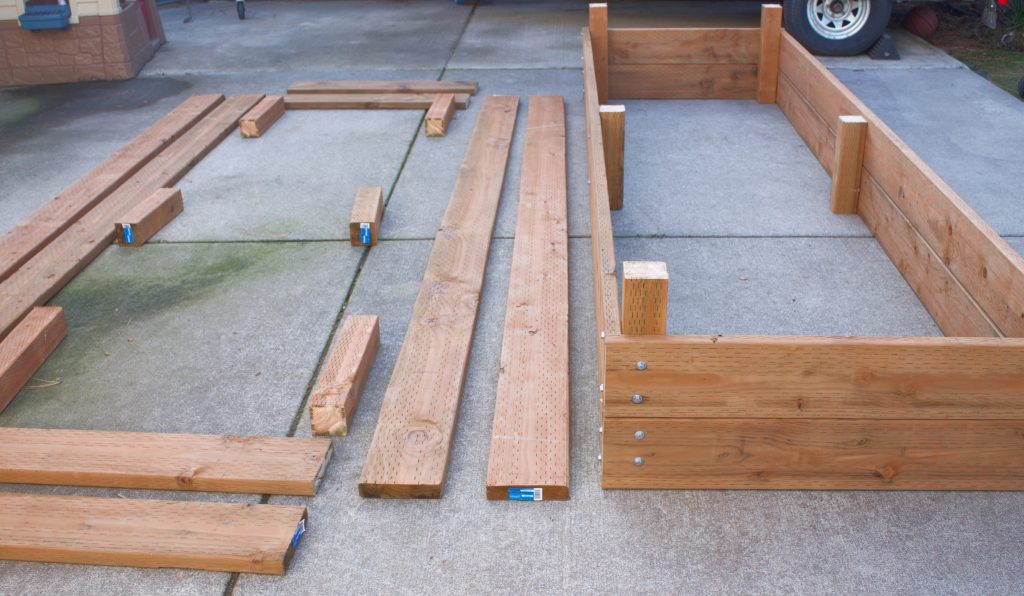 Building raised garden beds is an easy, cost effective way to grow fresh fruits and veggies. Follow this simple how-to raised garden bed tutorial. #raisedgardenbeds #buildingraisedgardenbeds