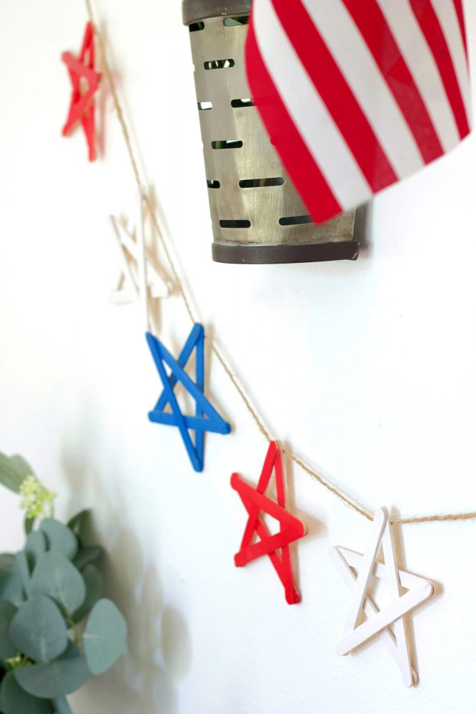 This super easy 4th of July garland is the perfect addition to your patriotic decor. Put it together in under an hour and enjoy all July long! #4thofJulydecor #4thofjuly