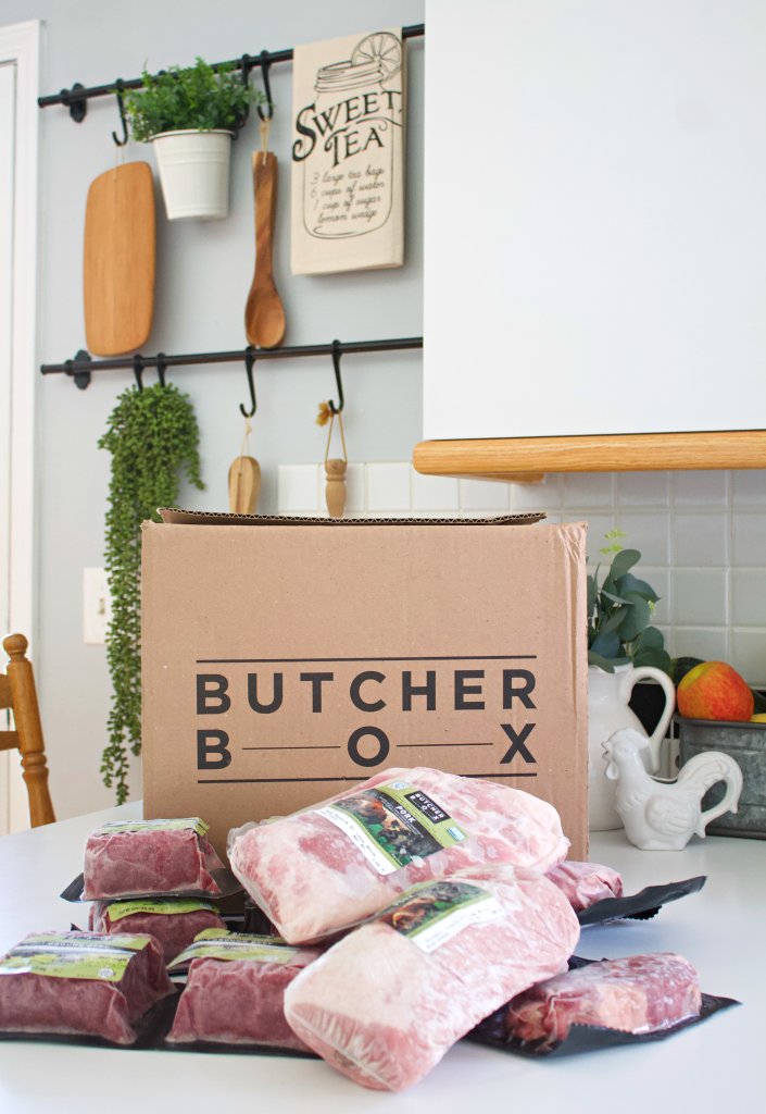 A subscription box with quality meat delivered to your door at a great price every month? Welcome to Butcher Box! Trusting the sourcing of meat at the stores can be hard. Thankfully, you can now have 100% grass fed beef, fresh free range organic chicken, and heritage breed pork delivered to your home whenever you choose. These custom boxes help you get the meats your family loves while not compromising on price, flavor, or quality. Plus, knowing the animals your meat comes from are humanly raised makes all the difference. #butcherbox #butcherboxreviews