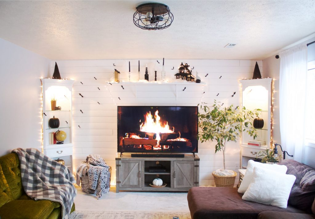 Turn the space above your TV into something beautiful! Assemble an above TV shelf in under 10 minutes and transform your wall with cozy vibes