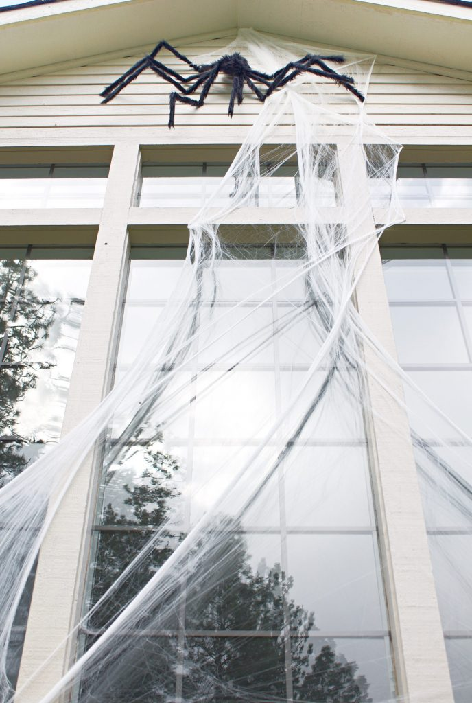 Halloween spiders on house! If you are looking for low cost, big impact Halloween decorations, you need oversized giant spiders!