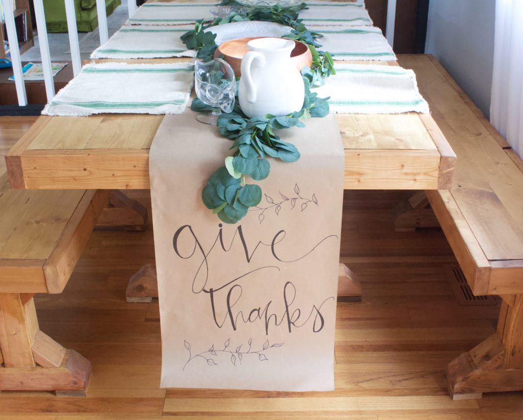 Spending a cozy family Thanksgiving is the best. Here are some great tips, recipes, and decor ideas to make your family Thanksgiving perfect.