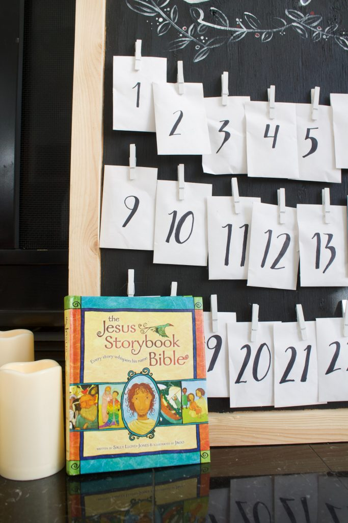 This children's advent calendar goes along with the Jesus Storybook Bible and ornaments. (free printable) and is such a great way to re-read the Christmas story each year. #adventcalendar #kidsadvent