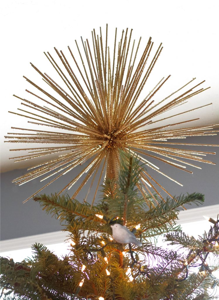 This vintage looking gold star Christmas tree topper is the perfect item to finish off and complete your Christmas tree. And it's so easy to make as well as budget friendly! #treetopper #startreetopper